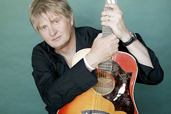 Tom Cochrane to be honoured with the 2013 Allan Waters Humanitarian Award