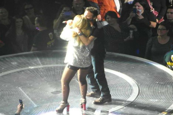 Shania Twain Duets with Corey Hart in Quebec City