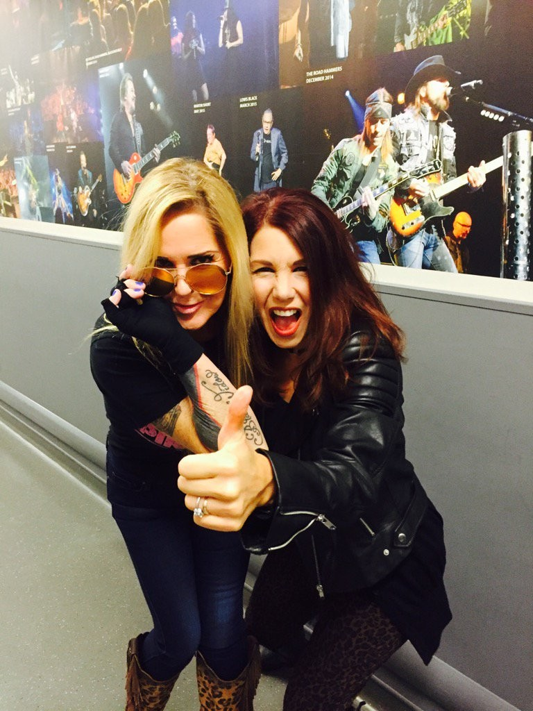 The Queen's of Rock finally meet!