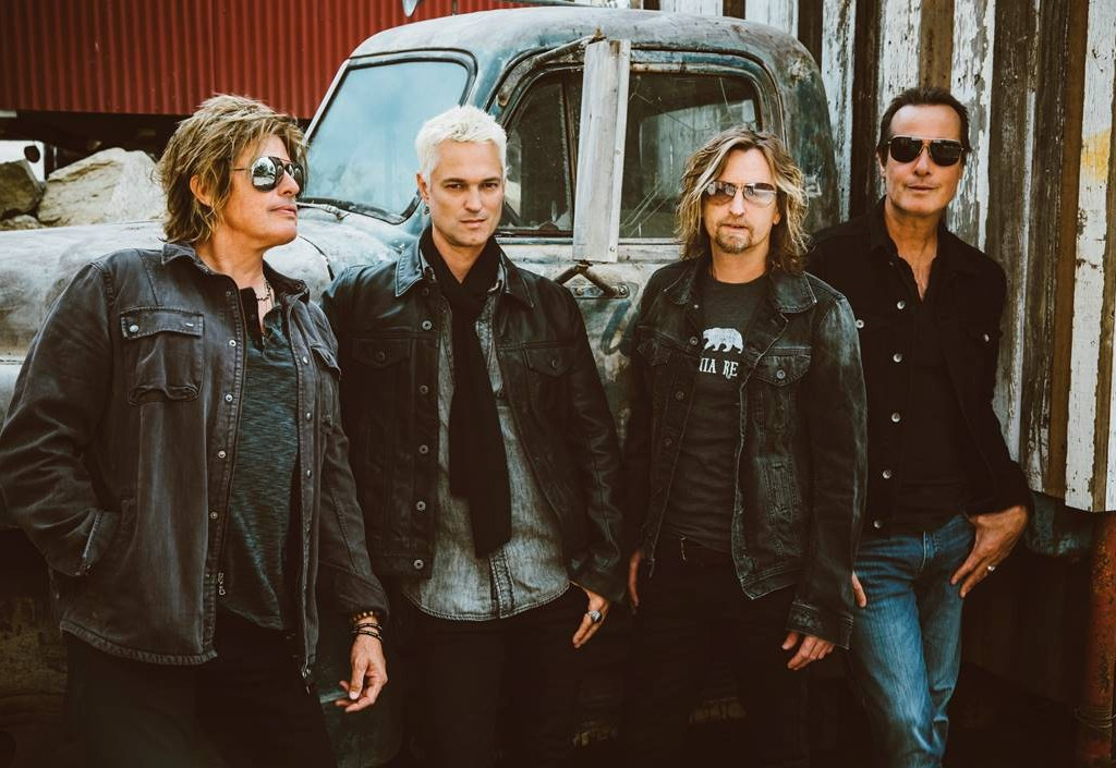 Stone Temple Pilots introduce new singer at private L.A. Show