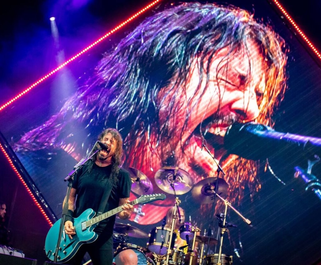 FOO FIGHTERS – WAY BEYOND THE MUSIC