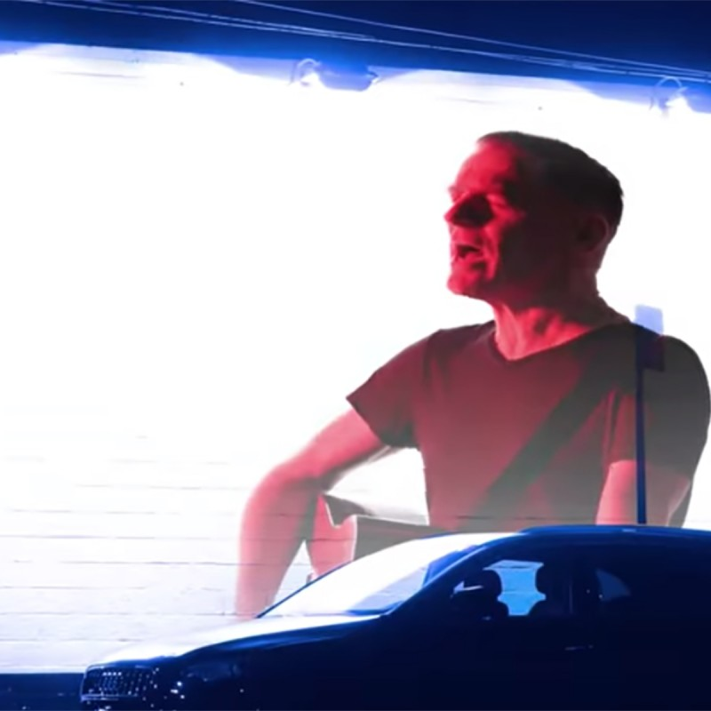 "Bryan Adams Premieres his New Music Video for ""Shine A Light"""