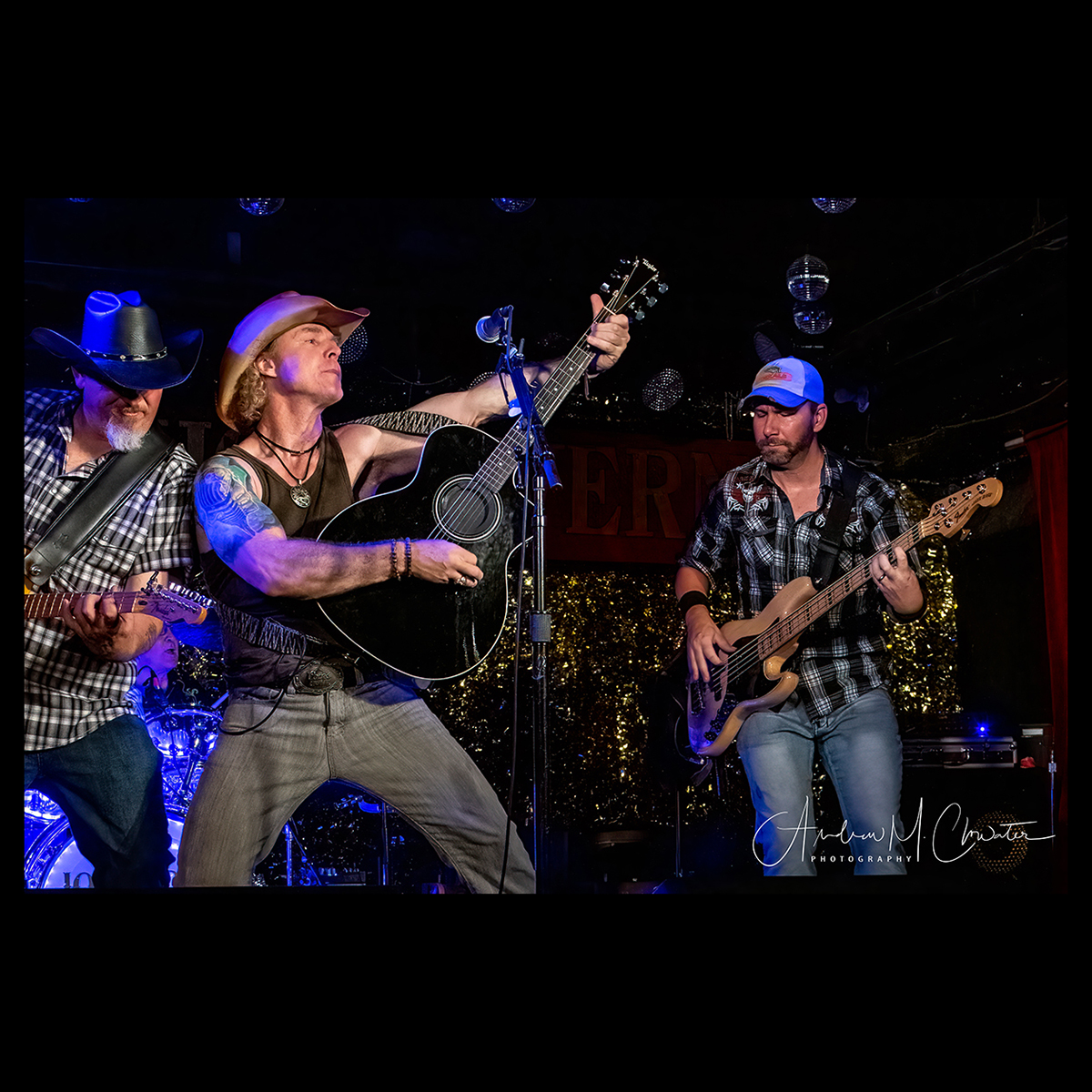 Country Rockers Bring Horseshoe Back To Life